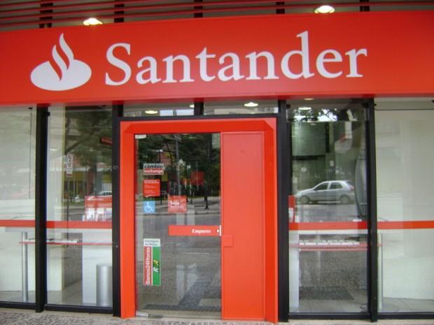 Le roban 360 mp en la fila del banco en la sucursal santander de la plaza comercial la huerta - Casas de banco santander ...