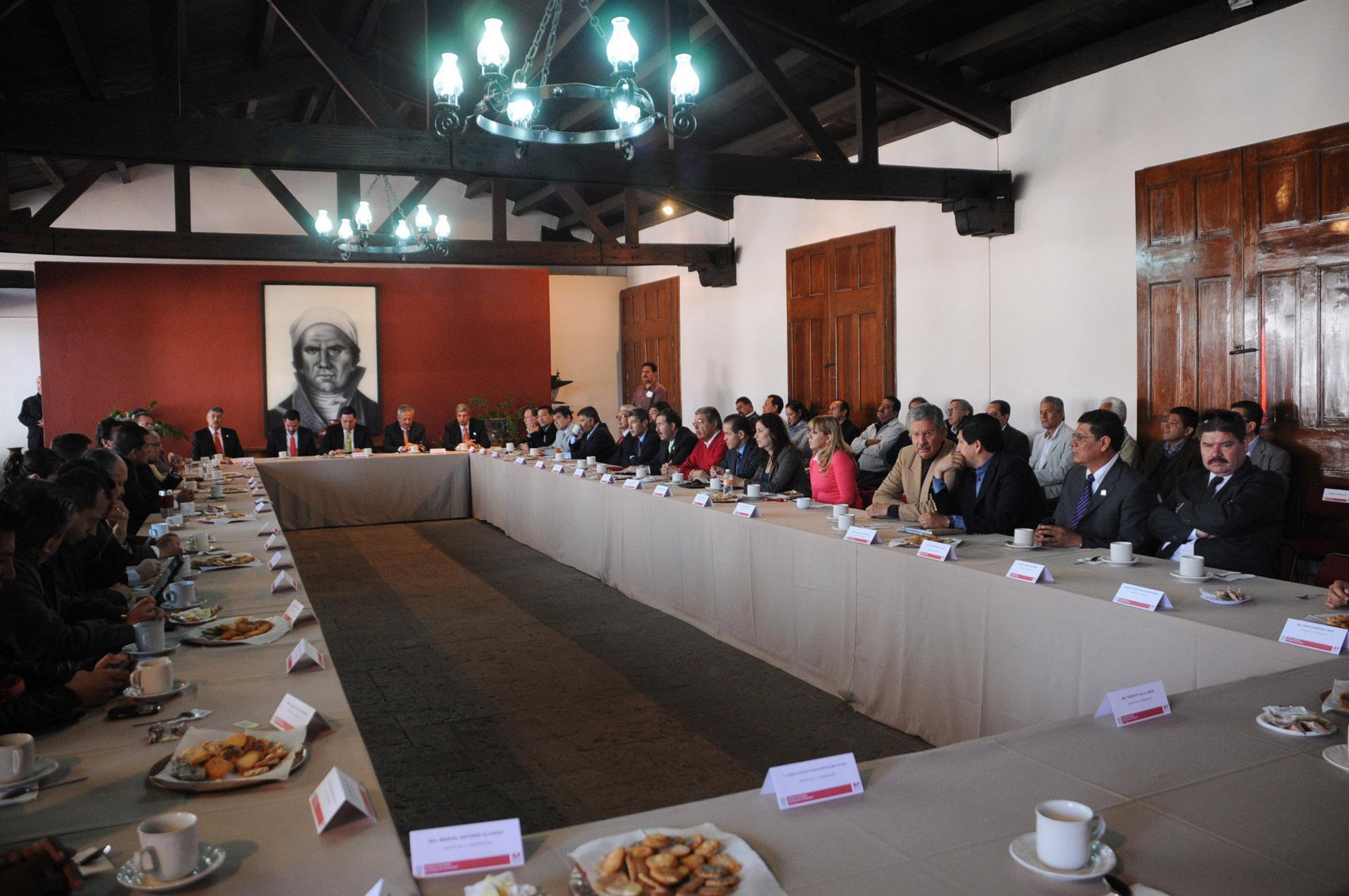 """""""Por responsabilidad decide gobernador ausentarse"""", dice el nuevo gobierno de Reyna"""