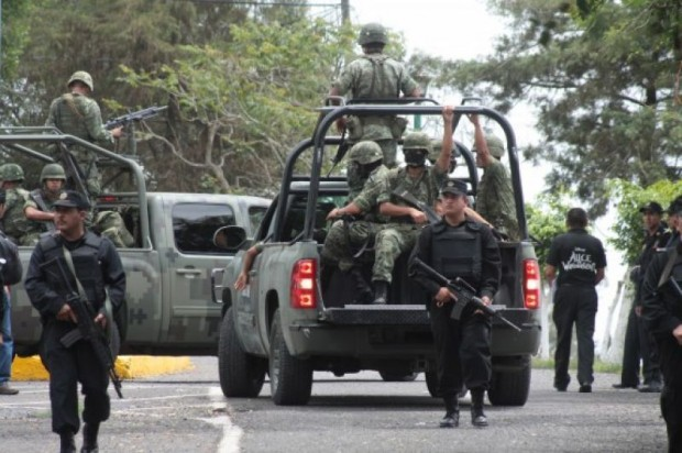 Ejército detiene a 37 integrantes de la Policía Comunitaria de La Ruana