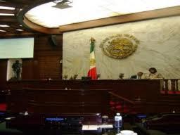 Informal, como siempre, Fausto Vallejo envía solicitud de separación al cargo de Gobernador, a las 22:00 horas