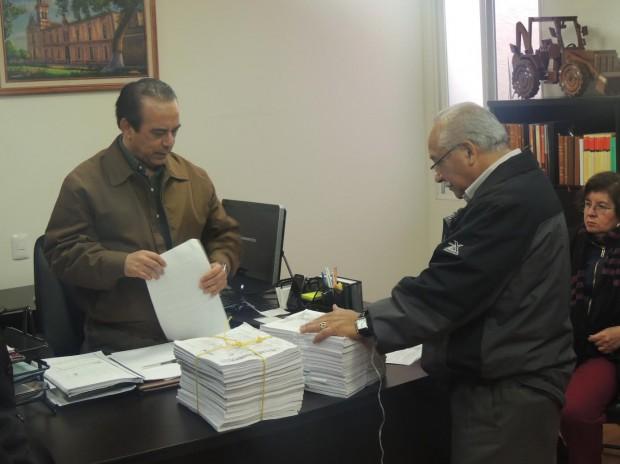 Recibe CEDH solicitud de 32 mil ciudadanos, contra el reemplacamiento, para que se revise el tema