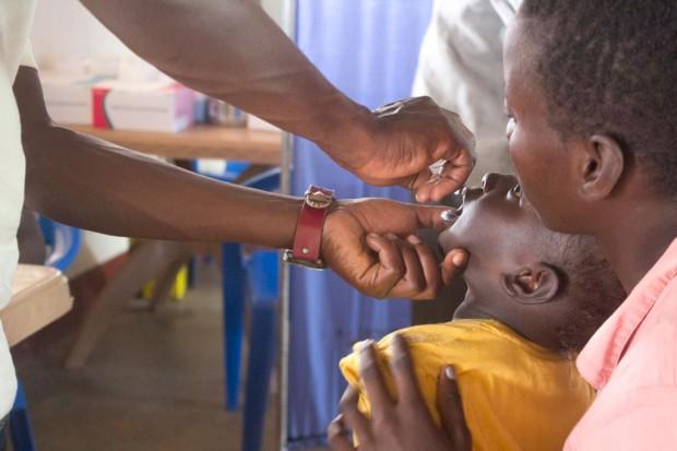 Comienza campaña masiva para eliminar el polio en África