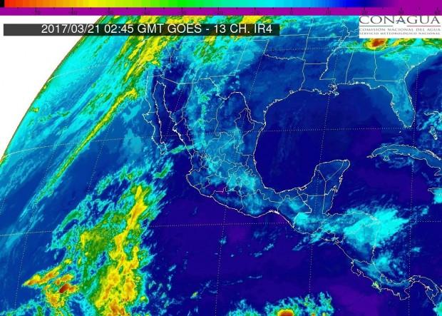 Pacífico Centro: Cielo medio nublado. Lluvias escasas en Michoacán. Ambiente muy caluroso. Viento del noroeste de 15 a 30 km/h
