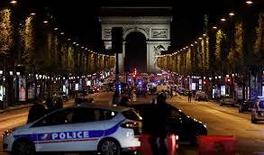 Un policía muerto y dos más resultan heridos en París, en un atentado en los Campos Elíseos