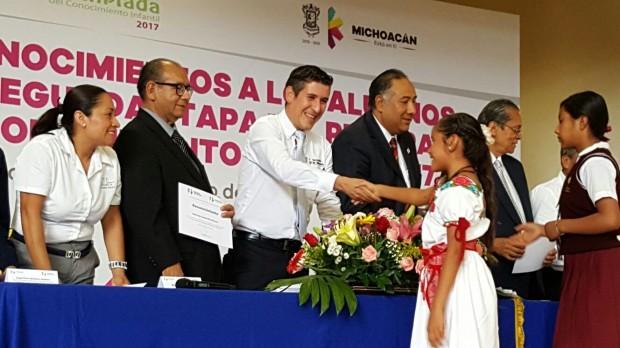 Reconoce SEE a alumnos participantes en la Olimpiada del Conocimiento Infantil 2017