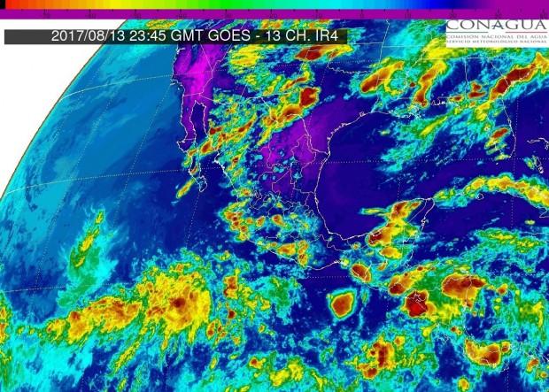 Esta noche de domingo, continuará el potencial de tormentas puntuales fuertes en Michoacán