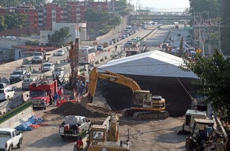 Falta de supervisión en la construcción del Paso Exprés, mal diseño y deterioro de la tubería, causas del socavón