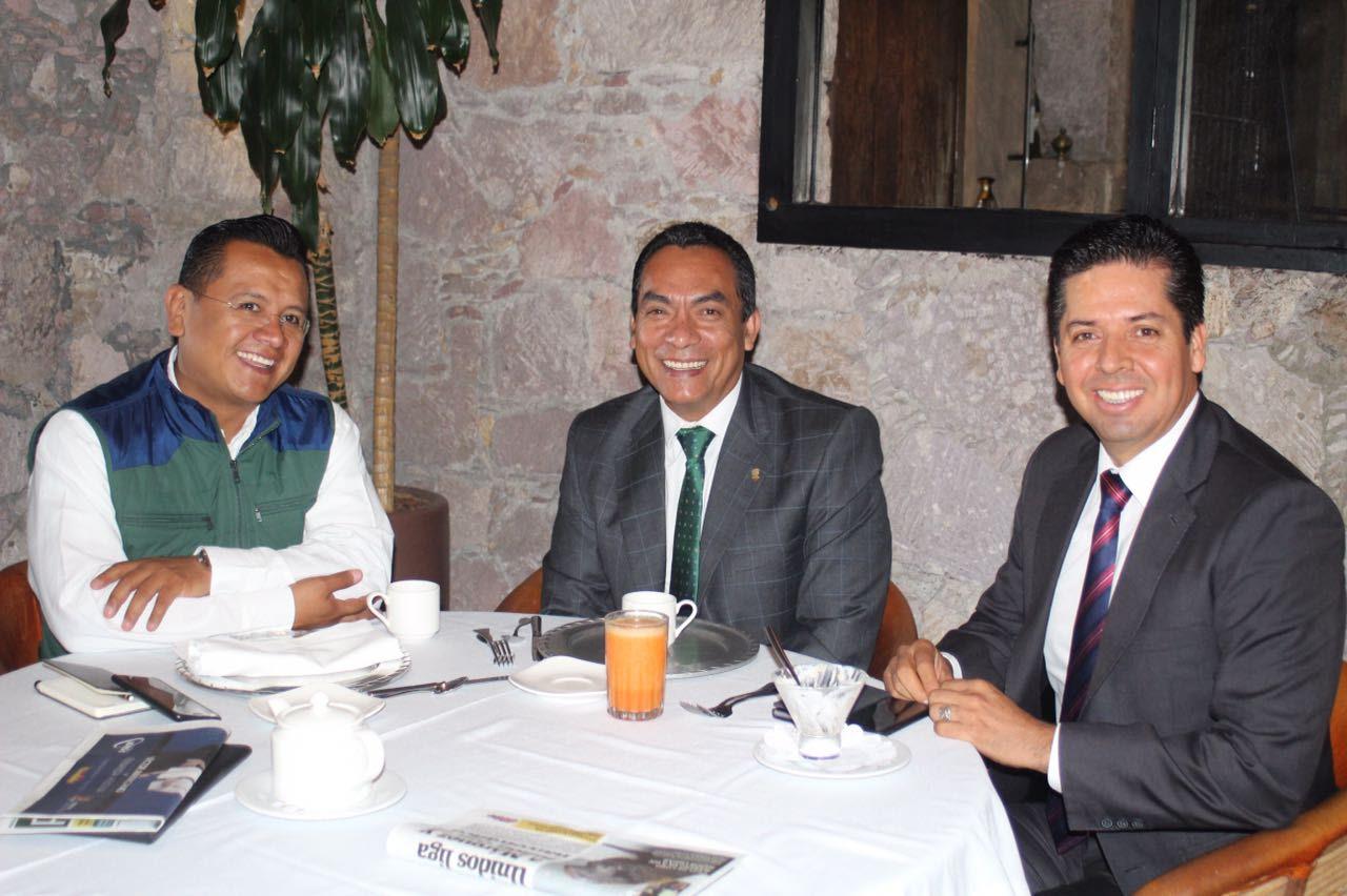 Se reunen dirigentes estatales del PRD, con el Secretario de Gobierno