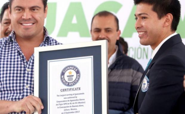Jalisco arrebata récord Guinness, del guacamole más grande del mundo