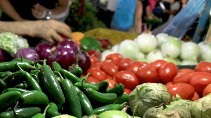 41.8 % de los mexicanos no puede comprar la canasta alimentaria con su salario