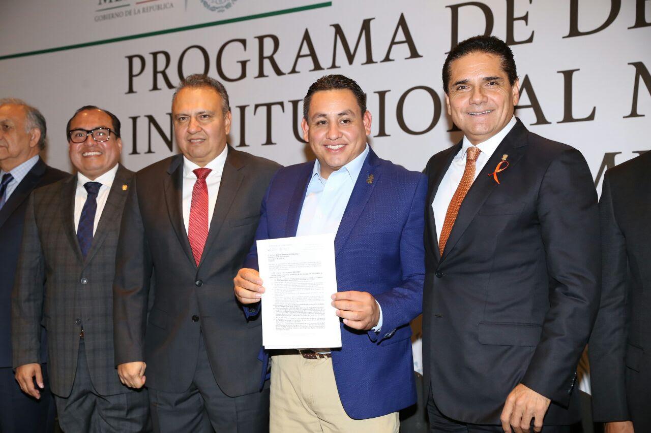 El director general de Liconsa y enlace federal en el estado, Héctor Pablo Ramírez, destaca el trabajo del Gobierno de Silvano Aureoles