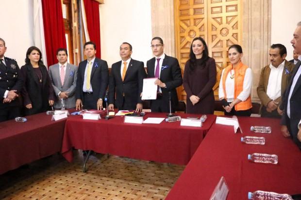 Llama Adrián López a generar acciones para revertir violencia contra mujeres