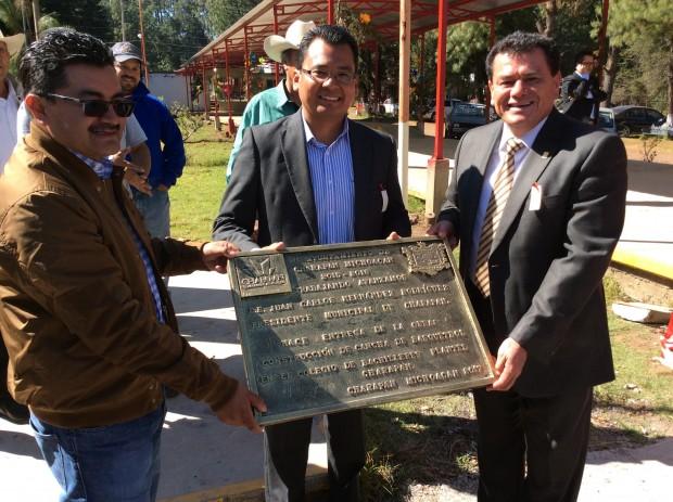 Con inauguración de obras, celebran 32 aniversario del Cobaem plantel Charapan