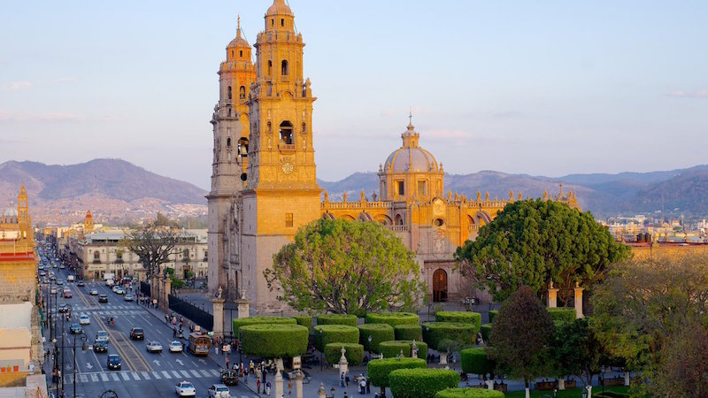 23 mil turistas visitan diariamente Michoacán