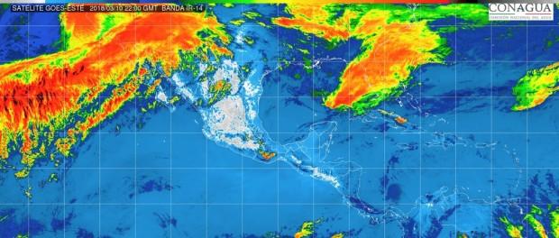 Cielo despejado. En Michoacán ambiente caluroso durante el día y viento de dirección variable de 10 a 25 km/h con rachas superiores a 40 km/h