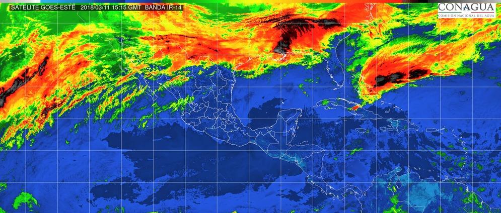 Cielo parcialmente nublado. Ambiente caluroso durante el día y viento de dirección variable de 10 a 25 km/h con rachas superiores a 40 km/h. en Michoacán este domingo