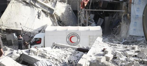 Entre ataques y bombardeos, la ONU logra terminar su entrega de alimentos en Guta Oriental