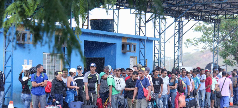 ACNUR pide a los países que abran sus puertas a los venezolanos y les permitan acogerse al estatuto de refugiados