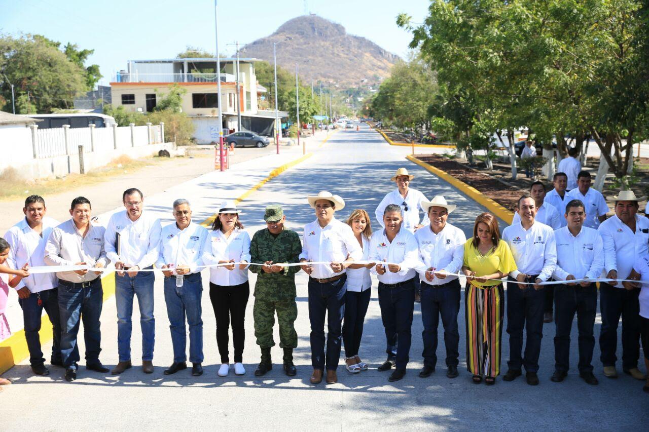 Inaugura y arranca obras Gobernador en Úspero, Antúnez y Uruapan