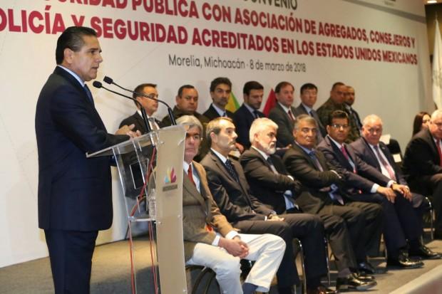 Gobernador atestigua la firma de convenio entre SSP y la Asociación de Agregados, Consejeros y Enlaces de Policía y Seguridad internacionales en México