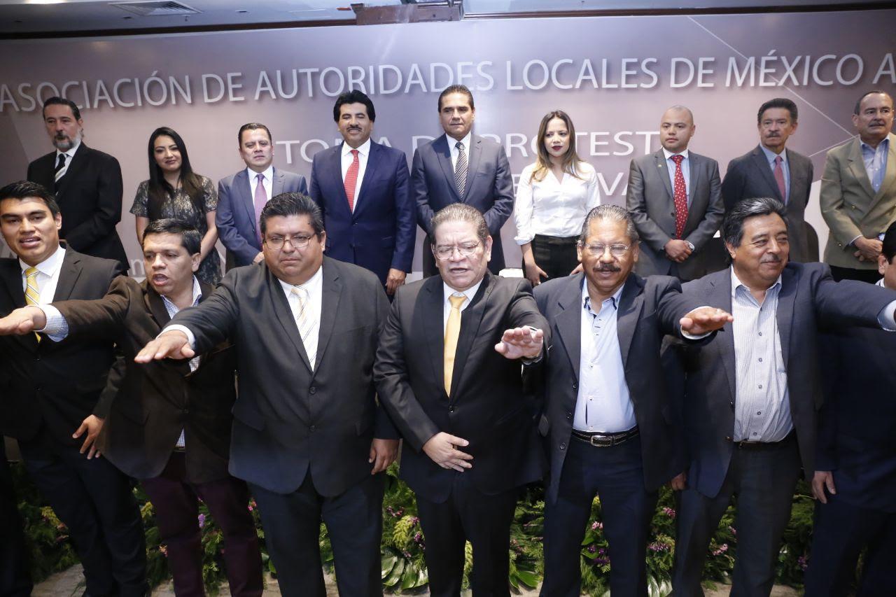 Asiste el mandatario michoacano a la Vigésima Asamblea Nacional de la Asociación de Autoridades Locales de México (AALMAC) A.C