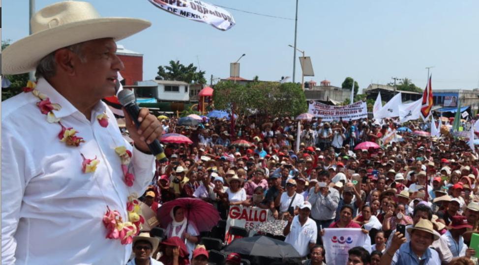 AMLO se reune con notarios, la COPARMEX y encabeza mitin multitudinario en San Marcos, Guerrero
