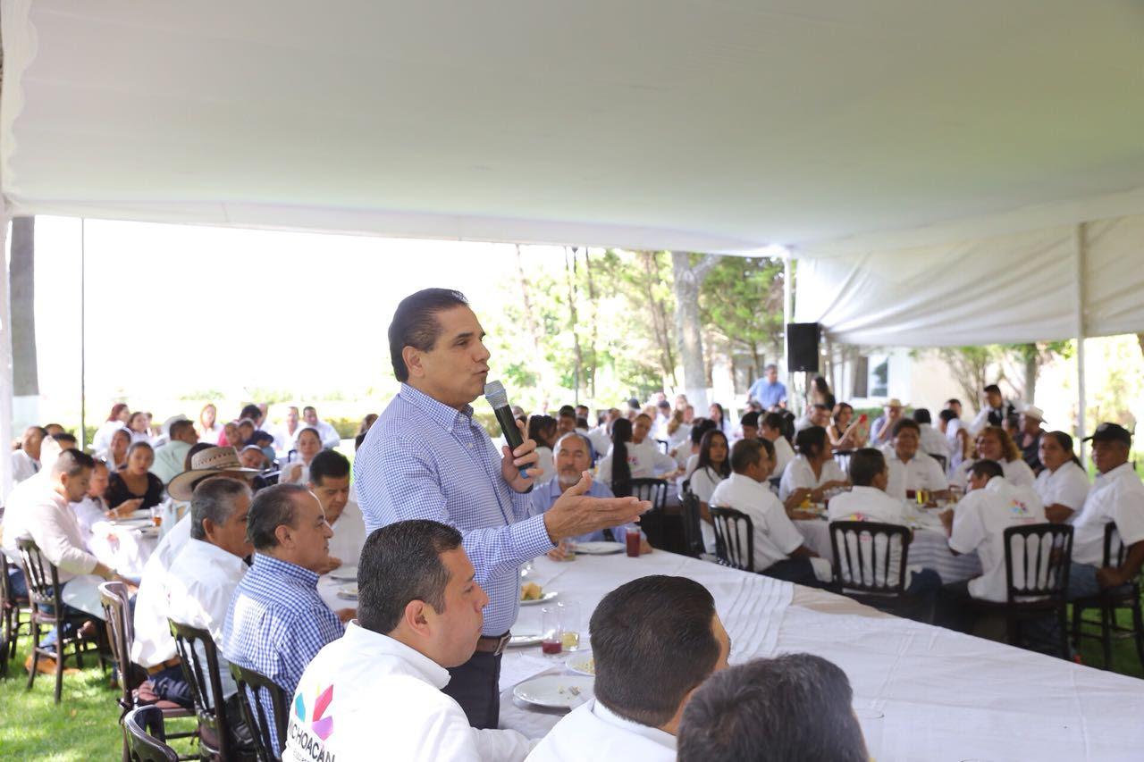 Llama Gobernador a retomar valores por el desarrollo de Comunidades Modelo