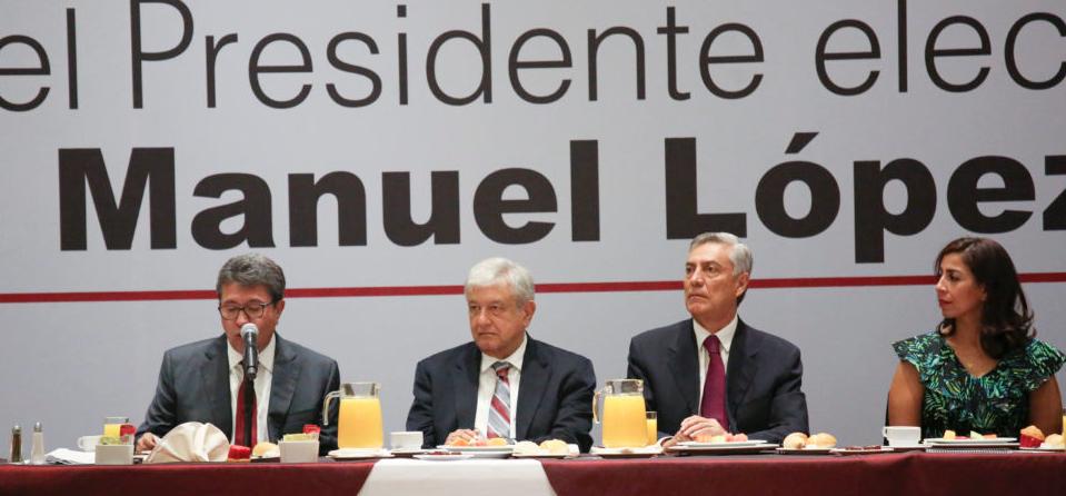 Celebra AMLO que senadores electos de MORENA, PT y PES reduzcan su presupuesto en un 30% respecto al actual