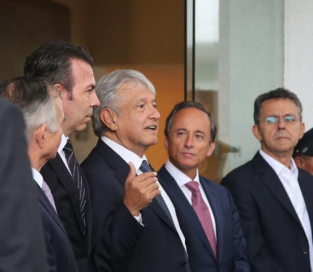 Se reúne AMLO con integrantes  del Consejo Mexicano de Negocios en el Club de Empresarios
