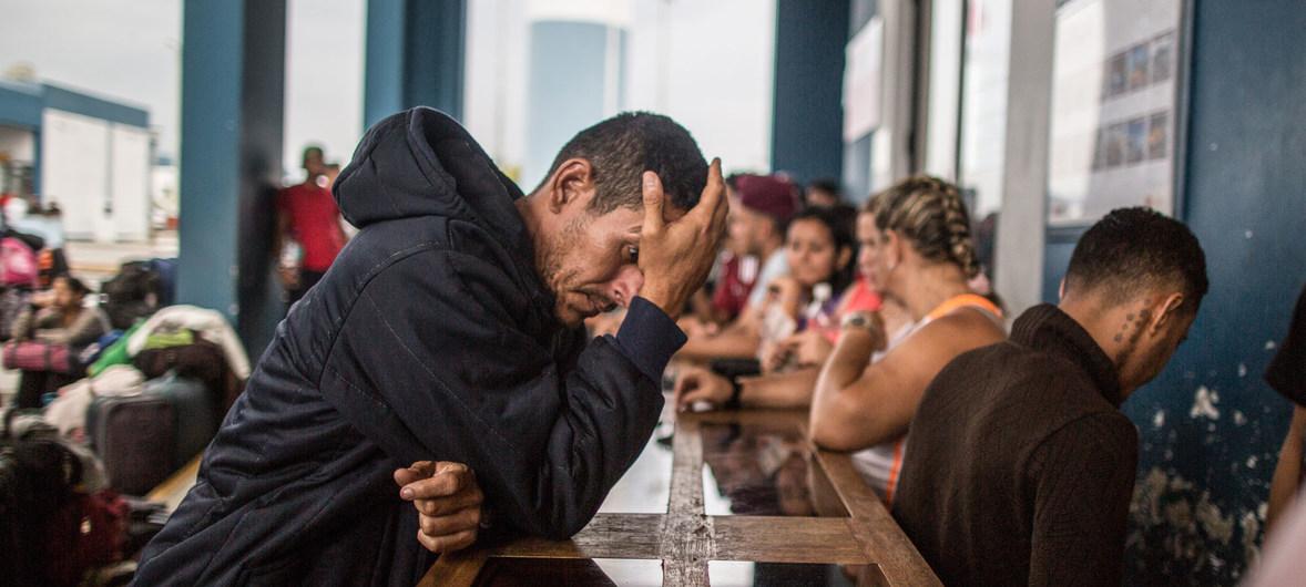 El pasaporte, un nuevo obstáculo en la odisea de los venezolanos (Reportaje)