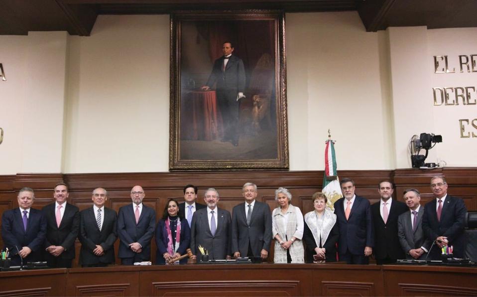 Trabaja el presidente electo de México, Andrés Manuel López Obrador en dos paquetes de iniciativas de reformas