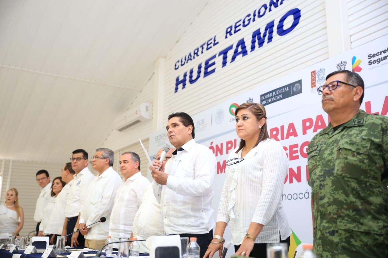 Instala Gobernador Mesa de Seguridad y Justicia de la región Huetamo