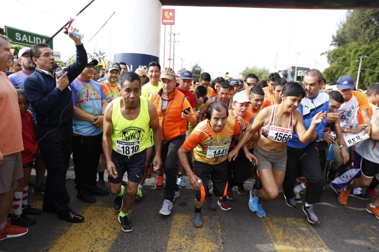 El Gobernador da banderazo de salida a la 15a carrera atlética de Grupo Radiorama