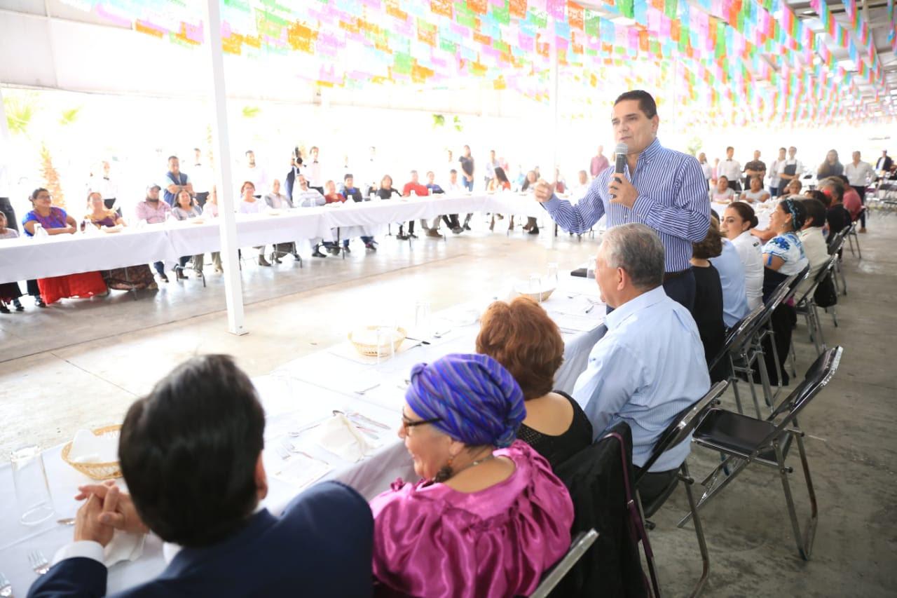 Silvano Aureoles da la bienvenida a 32 cocineras tradicionales de siete estados del país