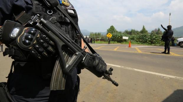Asegura Policía Michoacán a nueve con armas de fuego, en Uruapan