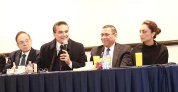 """Silvano Aureoles Conejo, reconoce a """"La Z Noticias"""" por su onceavo aniversario"""