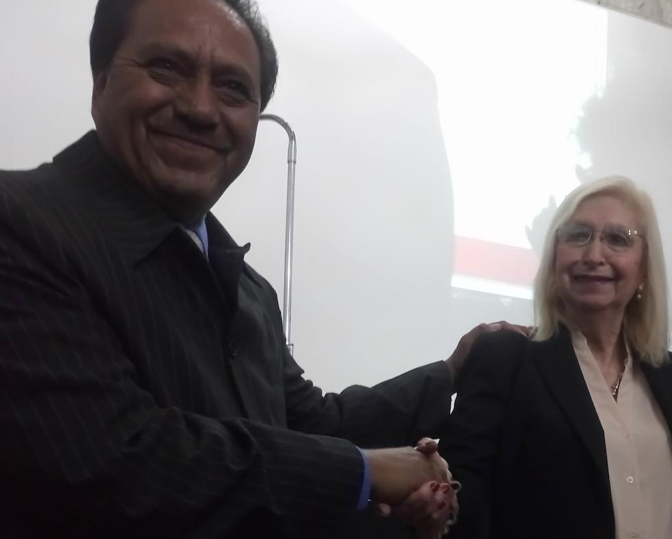 En el aniversario XXXI de la AMIPAC, Guillermina Castellanos recibe condecoración