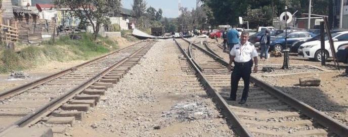 CNTE libera vías del tren en Caltzontzin. Ya no hay tomas de vías férreas
