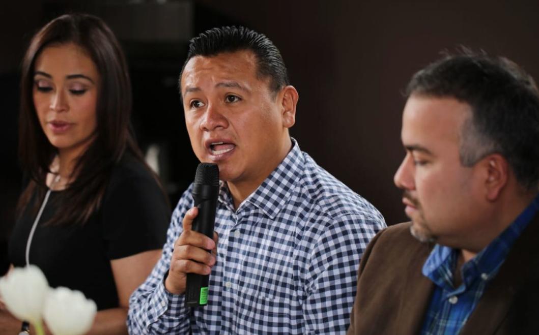 Diputados federales, estatales, presidentes y cientos de funcionarios municipales renuncian al PRD en Michoacán