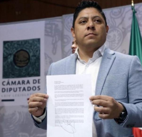 Renuncian al PRD nueve diputados federales. El Sol Azteca se queda únicamente con 10 legisladores