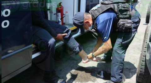 Enfrentamiento entre policías y habitantes de Arantepácua; tres agentes heridos