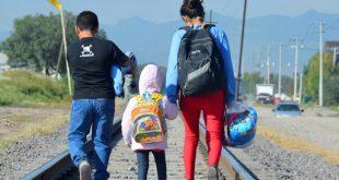 Tres hermanitos de Honduras viajan hacia al norte para cruzar la frontera estadounidense y reencontrarse con sus padres.