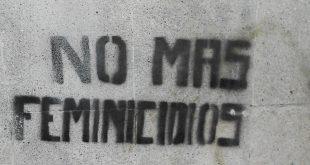"""""""No más feminicidios"""" se lee en este graffiti en la Ciudad en México."""