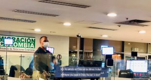 Los viajeros que llegán a Colombia en el aeropuerto de Bogotá son sometidos a controles por el coronavirus