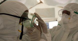 Personal médico con equipos de protección contra el coronavirus